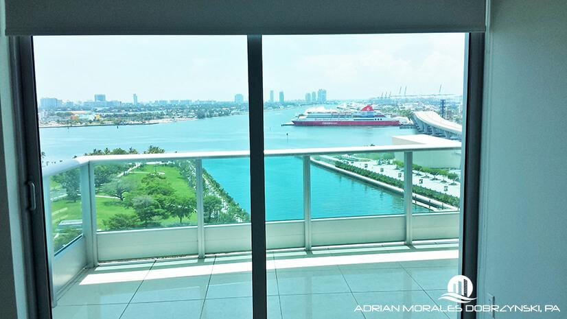 Large terrace in a 1 bedroom unit at 900 Biscayne Bay
